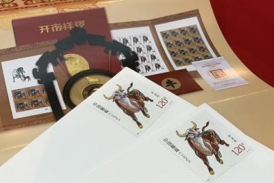 《辛丑年》特种邮票和《万象耕新》《牛转乾坤》纪念封正式发行