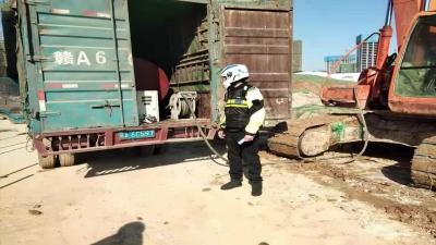 1个月余查处22辆黑加油车 南昌交警公布举报电话