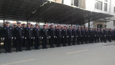 向警旗敬礼!南昌交警庆祝首个人民警察节