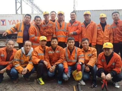 卢忠平:尽职尽责  保障铁路线安全