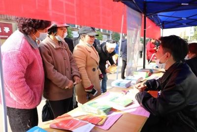 进贤县人社局举办春节后首场现场招聘会