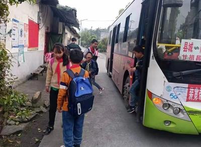 萍乡坊楼镇:为民办实事 筑起平安上学路