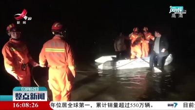 九江:涵洞积水车辆被淹 5人被困车顶