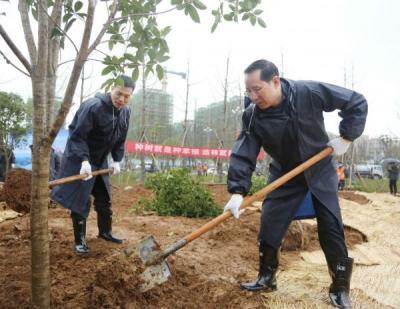 九江市组织开展领导干部义务植树活动