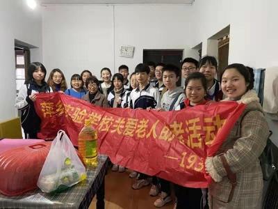 萍乡八一街吕家冲社区开展慰问孤寡老人活动
