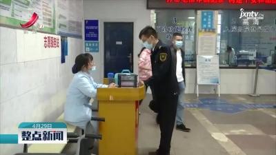 上饶:老人晕倒在站台 公交司机挺身而出