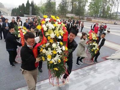 萍乡八一街各社区开展清明祭扫活动