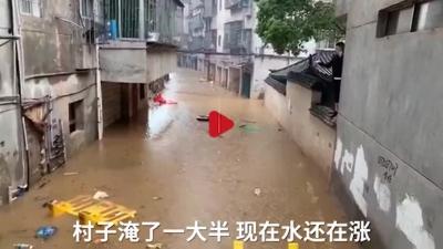 江西南昌:强降雨引发内涝?消防紧急营救转移受困群众20人