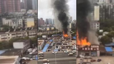 江西南昌:二手车交易市场服务大厅发生火灾 消防紧急扑救