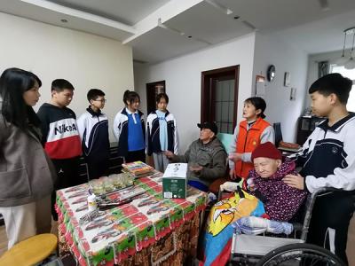 萍乡后埠街:慰问社区老党员 不忘初心送关怀