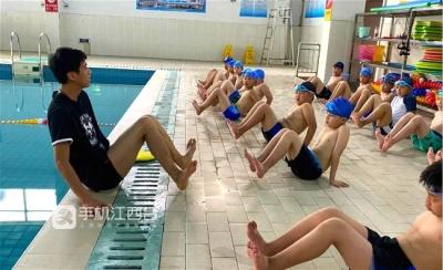 江西一地市将游泳纳入中考体育项目 省教育厅称暂无全省推广计划