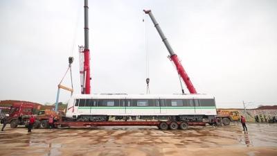 智能再升级 南昌地铁4号线首列客车来了