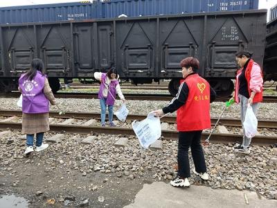 萍乡八一街开展铁路沿线集中整治主题党日活动