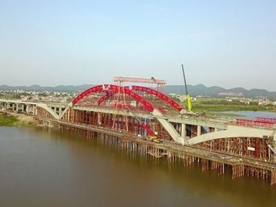 """抚州:""""五一""""王安石抚河特大桥施工忙"""