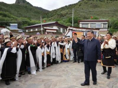 习近平西藏行丨走进哲蚌寺