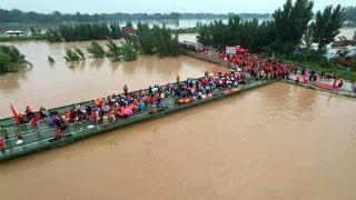 出动应急动力舟桥 中国安能紧急转移1400余名被困群众