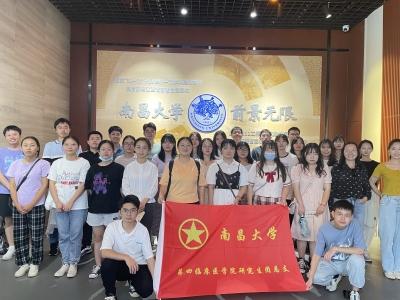 南昌大学四临学院研究生新生赴南昌大学校史馆开展学习活动
