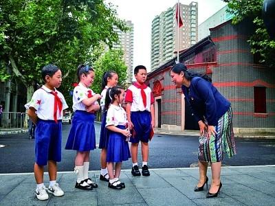 用爱的教育传递红色火种