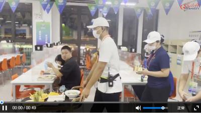 暖心一幕!全运会媒体村志愿者化身生日气氛组