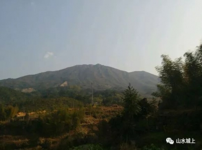 城上有一座山很美,等你来一探究竟