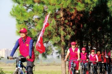 新干:文明骑行 低碳生活