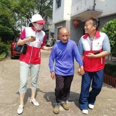 暖心!新干红十字会组织志愿者为养老院老人理头发、刮胡子……
