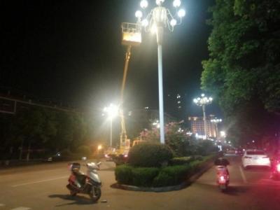 县城管局:加大维护路灯设施,助推文明城市建设