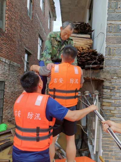 县综合应急救援大队: 风雨中彰显责任担当