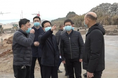 县领导带队督查大气污染防治