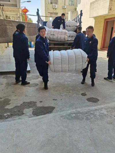 棉被暖人心更暖——新干县应急管理局发放1300余床棉被