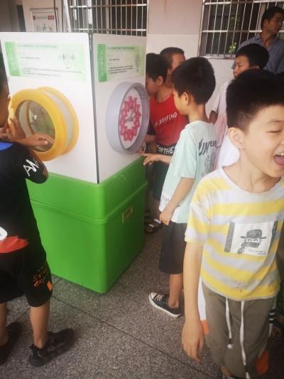 """市科协组织志愿者在沂江学校开展 """"科普大篷车""""进校园活动"""