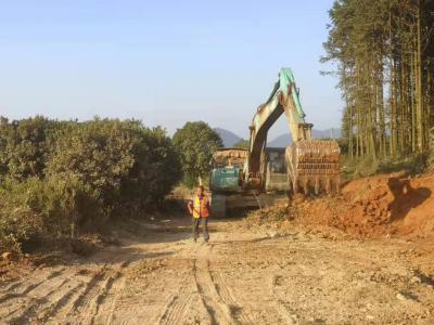 新干这条通景公路正在施工,请不要驾车前往!