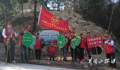 市青年志愿者协会赴鹅岭景区开展环保活动