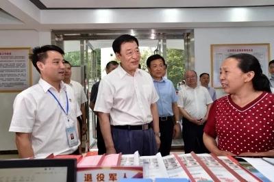 江西省委书记刘奇调研茨坪镇红军路社区