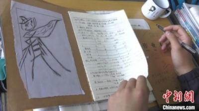 高考倒计时50天:新疆学子笔记本变绘画本 温故更有兴趣
