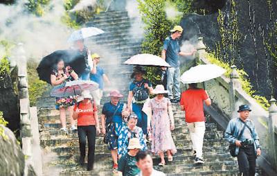 广西贺州:跨省游重启 游客如云