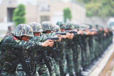 武警江西总队:战酷暑 练精兵