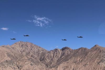 第76集团军某陆航旅组织高高原跨昼夜火力打击训练