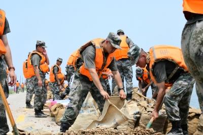江西南昌:水退人不退 全力以赴坚决打赢防汛持久战