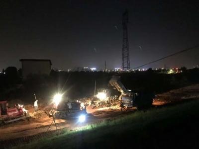 江西:德安附城段圩堤现散浸 干群夜战四小时除险情