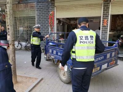 【为人民谋幸福】吉水交警组织机关民警开展交通违法行为整治行动