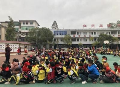 八都小学举行消防安全逃生演练活动