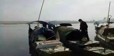 胆大包天!吉安电鱼人暴力抗法,执法人员险被推入江中