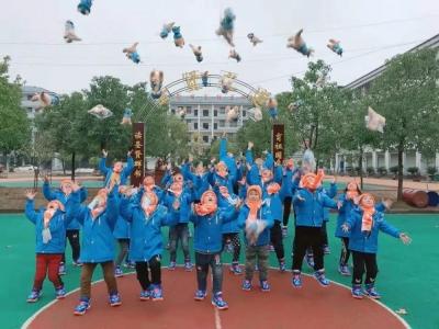 2019年壹基金温暖包发放仪式在八都小学举行