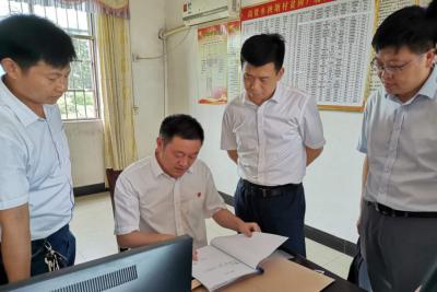 县委副书记、县长陈克龙调研督导脱贫攻坚工作