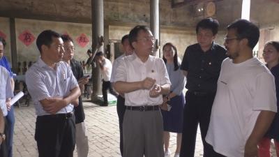 省人大常委会副主任、市委书记胡世忠到燕坊古村探班《井冈山儿女》剧组