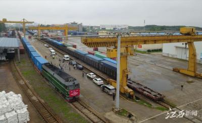 江西省开行全国首趟地铁设备中欧班列