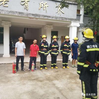 吉水消防大队枫江专职队走进黄桥镇敬老院开展消防安全演练活动