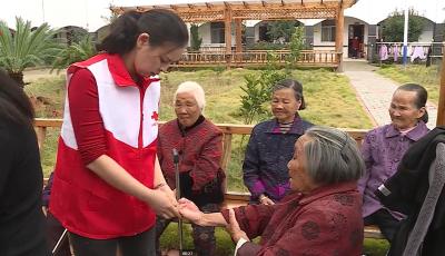 县红十字会开展中秋送温暖献爱心活动