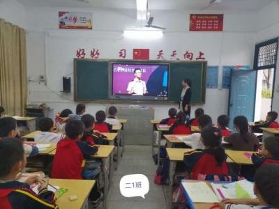 城东小学组织全体师生收看《学校消防安全公开课》